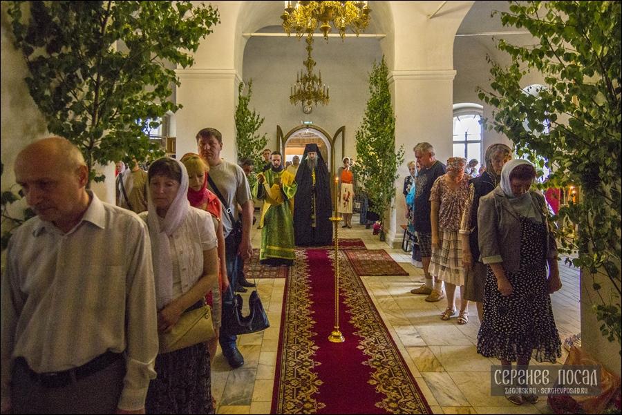 Всенощное бдение на Праздник Святой Троицы в Успенском храме Сергиева Посада. 18 июня 2016 года