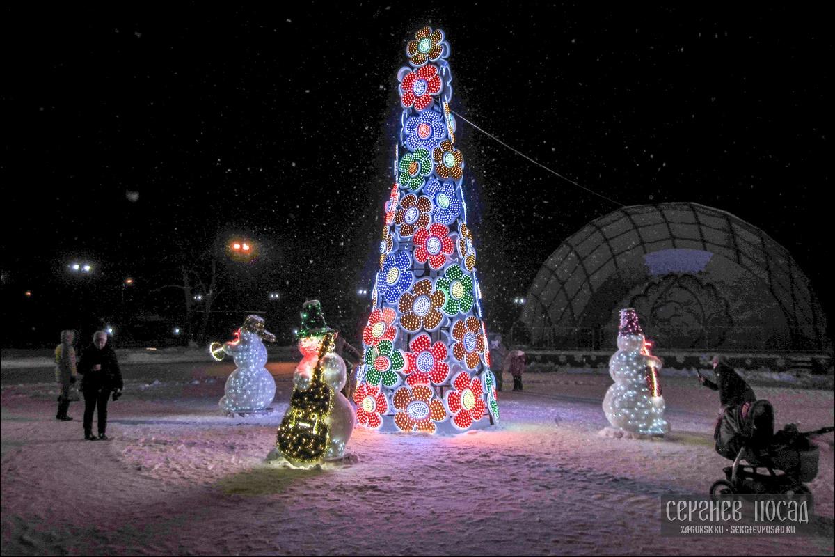 Новогодняя елка в парке Покровский Хотьково. Декабрь 2016