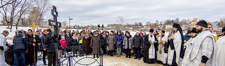 Крестный ход в день Богоявления на Никольский источник Келарского пруда Сергиева Посада. 19 января 2015 года