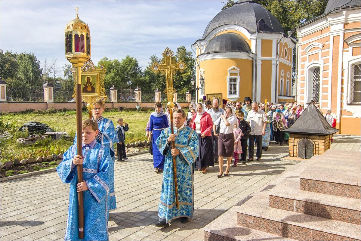 Престольный праздник Успенского храма Сергиева Посада. 28 августа 2015 года