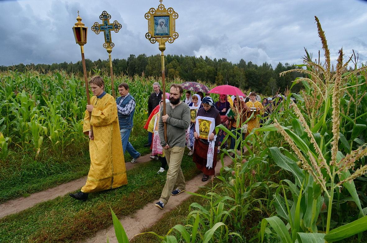 Благоукрашается церковь, возрождается село, возвращаются традиции