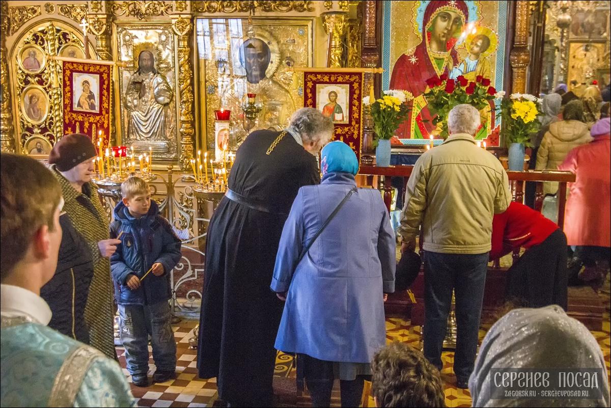 Празднование в честь Казанской иконы Божией Матери в память избавления Москвы и России от поляков в 1612 году